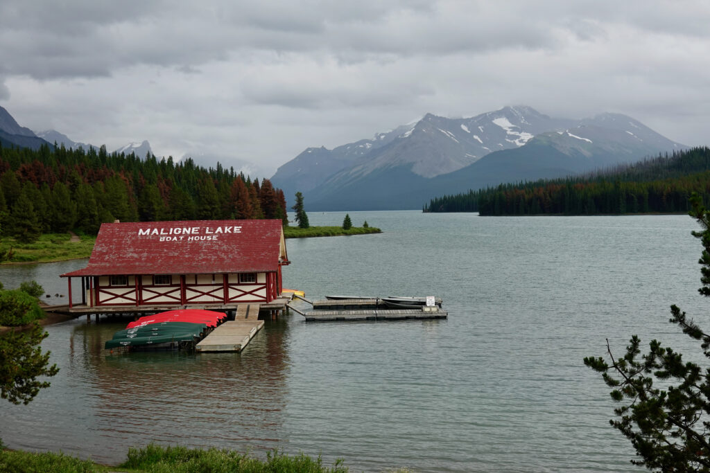 maligne lake road boat launch